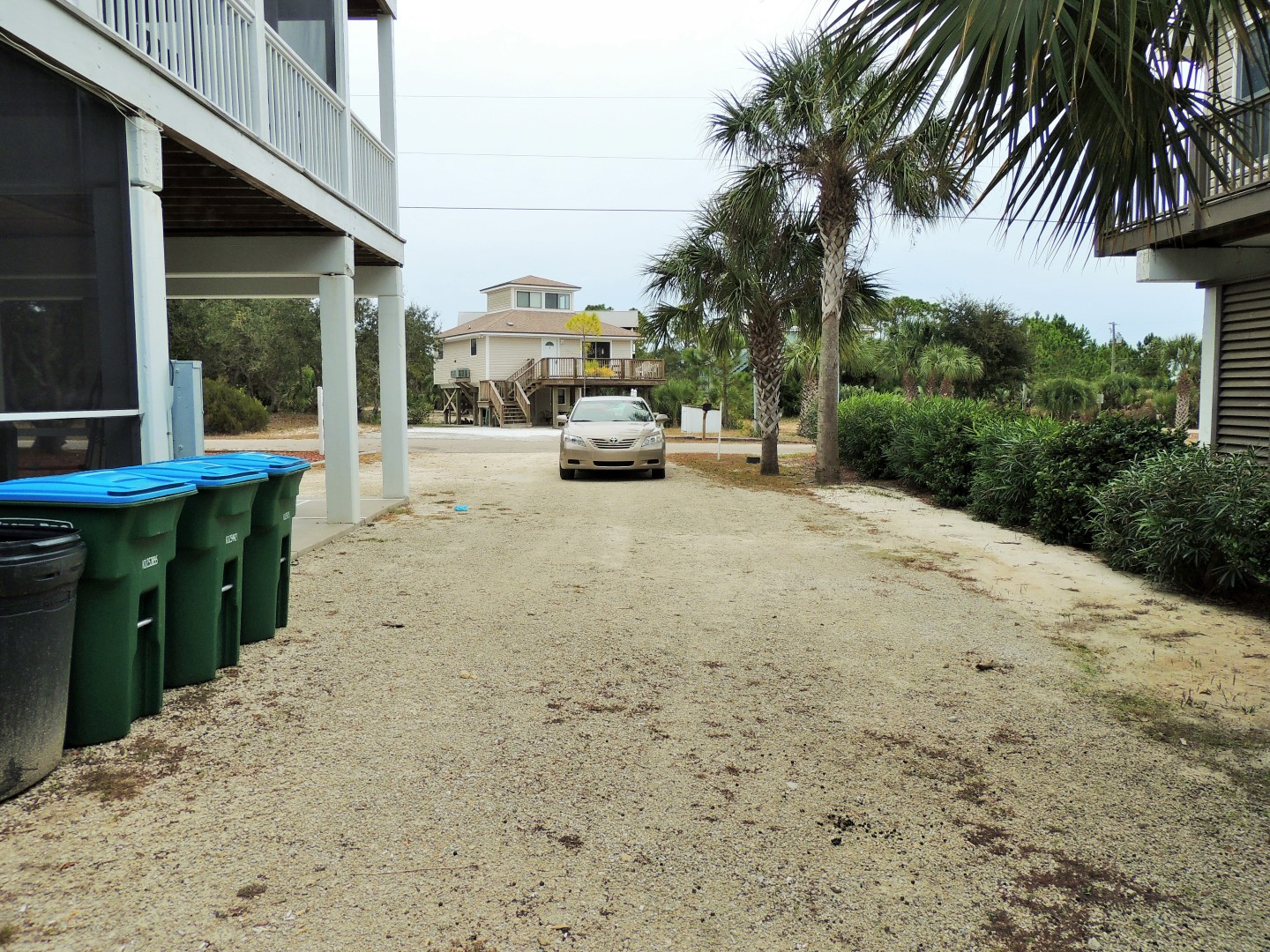 Three Palms Huge Driveway- Plenty of Room for a Boat or Trailer-10