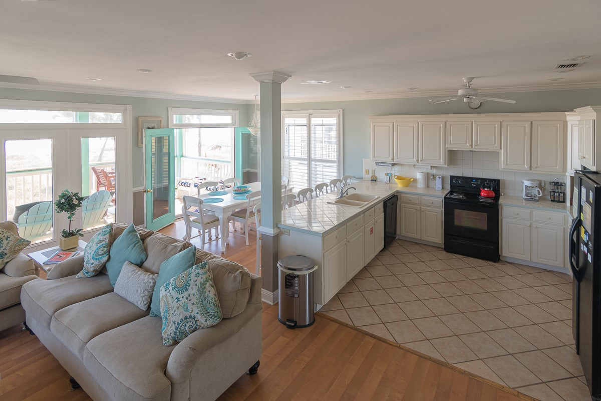 Spacious Living,Dining and Kitchen Area